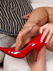 Tigerrs sexy Asian feet stripping out of vintage ff nylons!