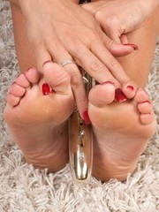 Experienced in foot dom Lucy demands your worship foot boy!