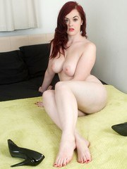 Curvy and succulent thats horny foot fetish babe Jay!