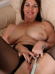 Raven tears her nylon stockings