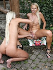 Karol Lilien Gets Pussy Opened with Speculum by Lola