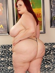 Big titty BBW gets naked and shows her big boobs and juicy pussy