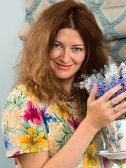 Housewife Helena Volga is 41 and horny and she wants to show you what makes her tick.