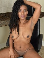 Beautiful mature JetSet Jasmine