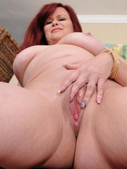 Curvy cutie Marcy Diamond shakes that big juicy booty as she strips naked