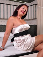 This Latin housewife loves to play with her pussy