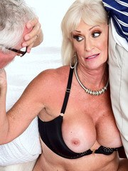 Mature Women Cuckold