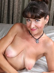 Wouldnt you love to have a date with scrumptious mom Belinda Brush? This American