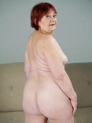 Redheaded granny Marsha gets her pussy licked by Robs soft tongue. He slowly inserts