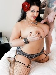 Busty and beautiful pinup girl Samantha Macks curves are straight up mesmerizing!