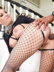 Curvy Della Dane has a thirst for something big and delicious and Isiah Maxwell happened