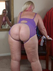 Time for a HOTWIFE fashion show. A very special Siren Stroker purchased me a bunch