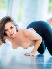 Jenna Sativa is a massage therapist who works via a massage App called Relax. She