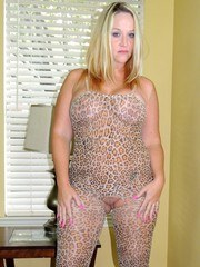 This is the perfect leopard print lingerie for a slutwife like me. It fits my curvy