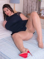 Sophie like to get dirty wearing her sheer nylon pantyhose and as a self-confessed