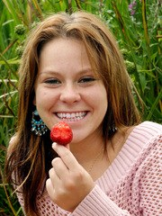 18 year old Kandie gets naked and enjoys some strawberrys in a park