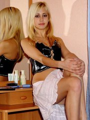 Blonde flashing teen shows up and spread her beautiful shine legs