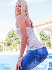 Cute blonde Chirsten Courtney is back in a solo...
