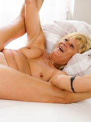 Naughty Diane Sheperd grabs her horny boyfriend Rob into her bed. She wraps her mouth