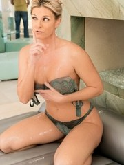 India Summer is turning her bathroom into a massage room. Its been awhile that shes