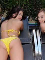 Watch as Shyla Jennings and her friend Capri Anderson strip each other out of their