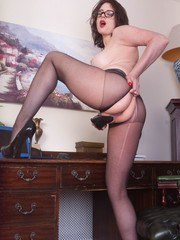 Offering Karina a deposit of your liquid funds is what this pantyhosed hottie milf