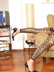 Voluptuous shemale and pretty babe launching into action on the armchair