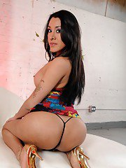 Beautiful Ximena strips and strokes