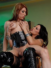 Victoria di Prada having some sweet latex lovin