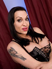 Dirty Kourtney shows her huge dick