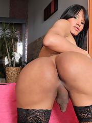 Watch the sexy Colombian transsexual VernicaXXX go at it in her solo masturbation