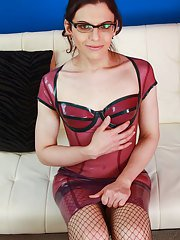 Making a huge splash in her steamy intro set we welcome Maryland minx Evelyn Night