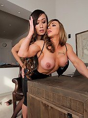 Venus Lux shows Brandi the exact reason her husband is fucking with her. The tables