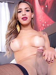 Transsexual Amanda Araujo gets out of her dress and masturbates her big dick