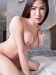 Sexy Sunny is a gorgeous newcomer with a hot curvy body big tits a juicy bubble butt