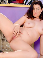 Curvy brunette Sovereign Syre tries to please statuesque TS brunette Mandy Mitchell