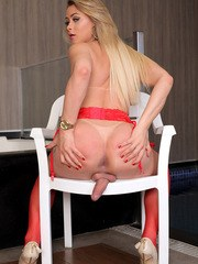 Who doesnt love a hot blonde. Leticia Rodrigues makes her Trans500 debut today with